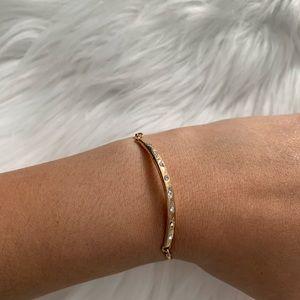 NEW Dainty gold tone bracelet